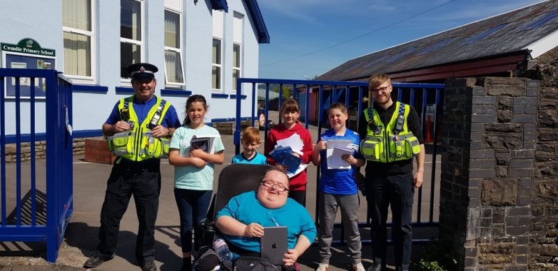 A picture of PCSO's Price and Toomey with children from Cwmdare Primary and Accessible News Founder Richard Jones